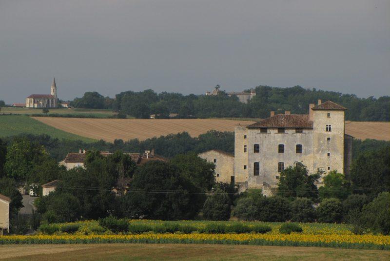 village d'avezan château église patrimoine